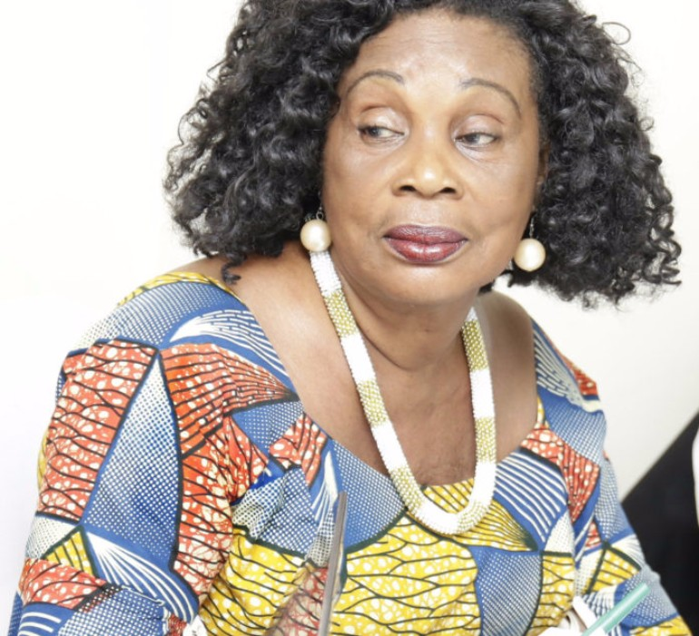 maame-dokono-advises-young-entertainers-to-stay-neutral-in-the-political-scene