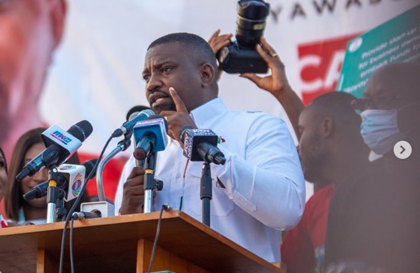 watch:-john-dumelo-fulfils-campaign-promise,-distributes-laptops-to-students-in-ayawaso-west-wuogon-constituency