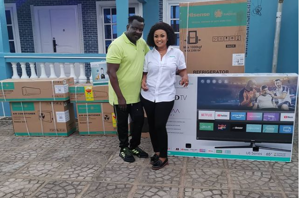 photos:-nana-ama-mcbrown-supports-koo-fori-with-home-appliances-after-his-house-burnt