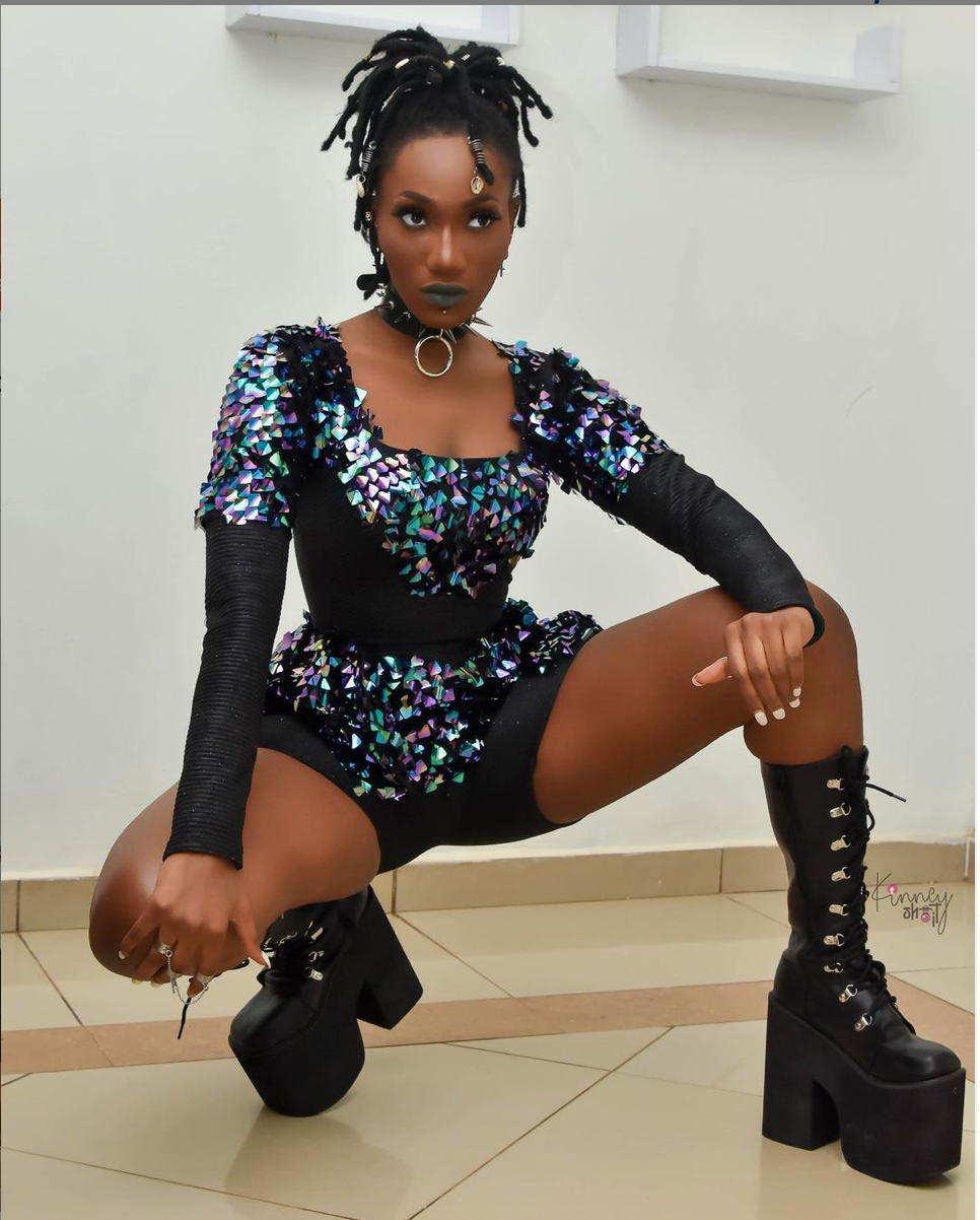 """yay-or-nah?-wendy-shay-outdoors-new-""""goth""""-look-for-2021"""