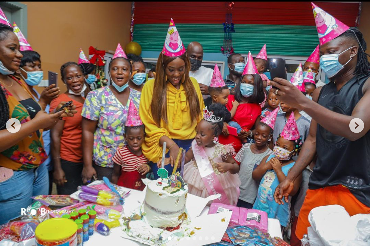 stonebwoy-celebrates-daughter's-birthday-with-children-on-admission-at-37-military-hospital