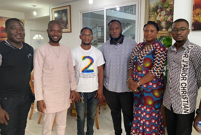 watch:-yaw-berk-and-mother-kneels-to-beg-producer-kaywa-for-forgiveness