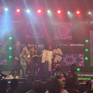 """vgma22:-kwesi-arthur-and-joeboy-win-'international-collaboration-of-the-year'-with-""""baajo"""""""