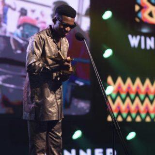 vgma22:-kofi-kinaata-receives-¢10k-from-vodafone-as-green-award-winner