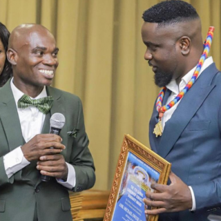 watch:-i'm-holding-on-to-dr-un-award-because-it's-still-worth-it-sarkodie