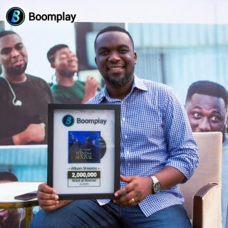 joe-mettle-receives-boomplay-award-for-'-wind-of-revival-'
